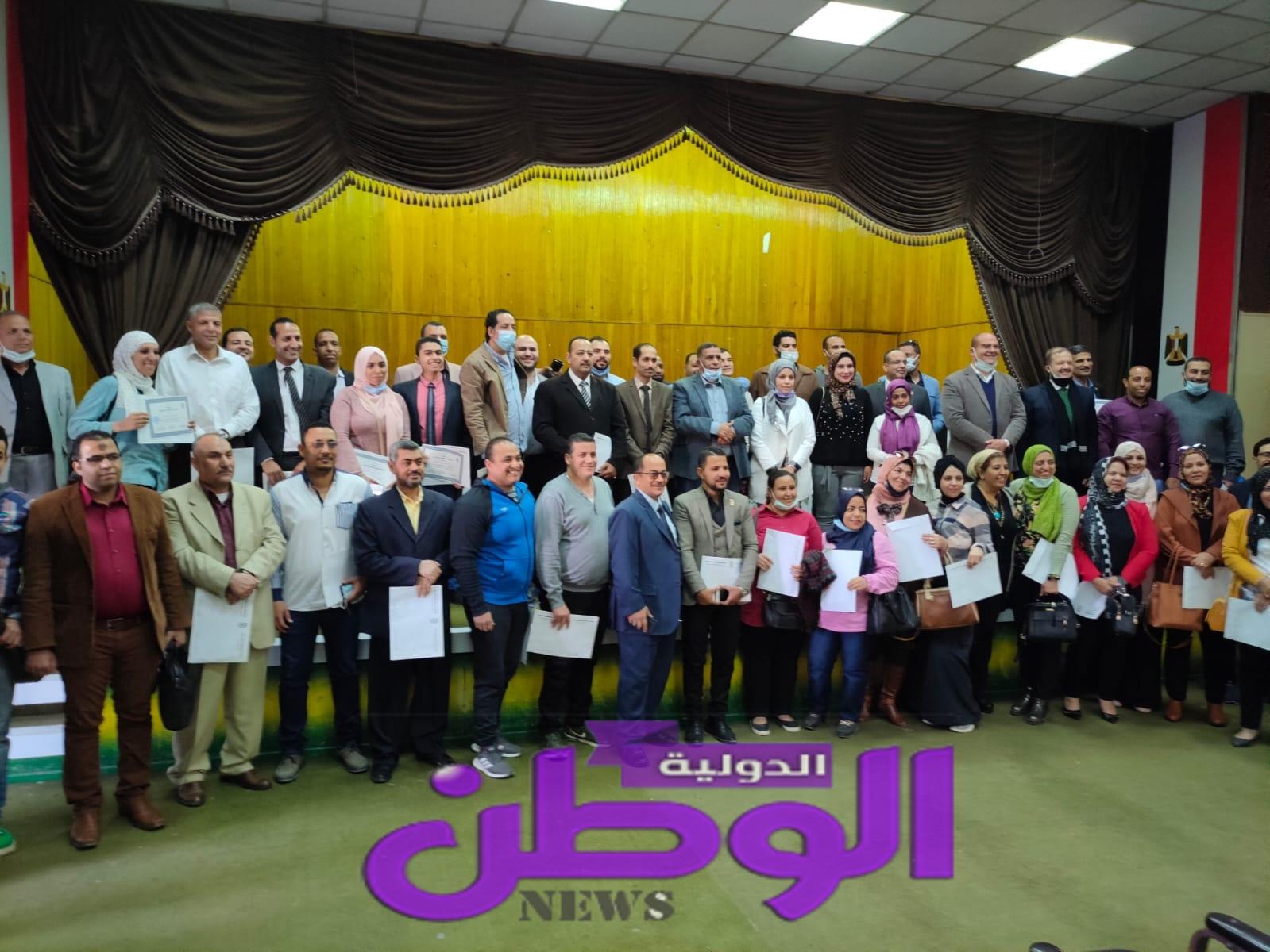 إتحاد نقابات عمال مصر يختتم فعاليات البرنامج السياسى لتأهيل الشباب